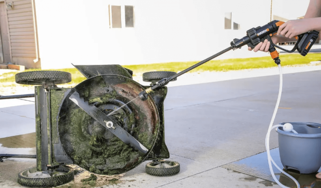 How does a cordless pressure washer work?