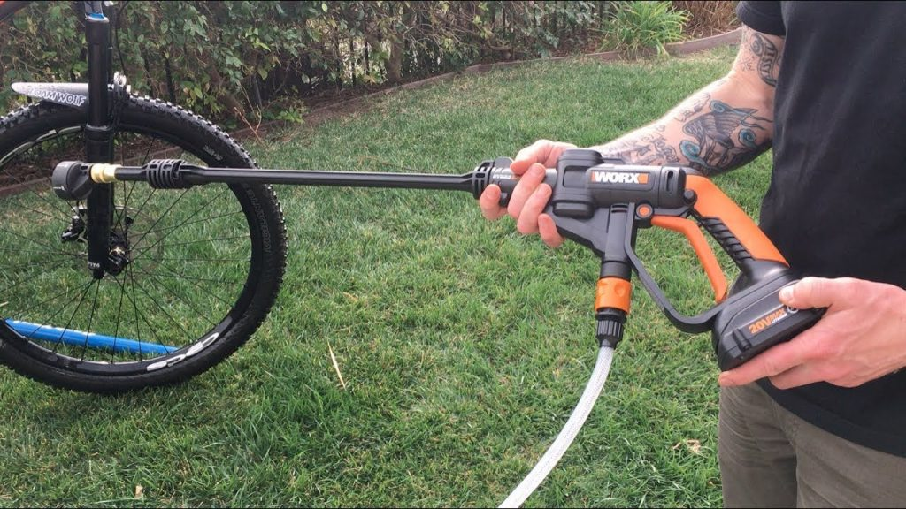 What is a cordless pressure washer?